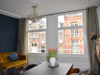 Bienvenida! Live like the locals, in our typical old Amsterdam house!