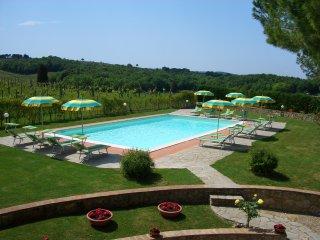 Grande appartamento con 2 camere e 2 bagni free wi-fi piscina e barbecue, San Gimignano