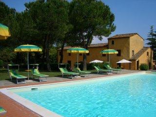 Villa in esclusiva 11 camere 8 bagni, 21-28 pax nel Chianti