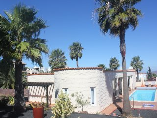 Stunning 4 bed Villa with 10 m pool and beautiful Gardens in a quiet location, Corralejo