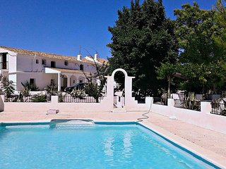 Villa - 120 km from the beach, Baza