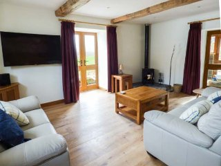 YSGUBOR, detached cottage, woodburner, hot tub, pets welcome, country views, in