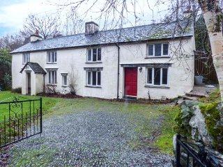 HALL BANK COTTAGE,woodburning stove, original beams, front lawned garden, near, Rydal