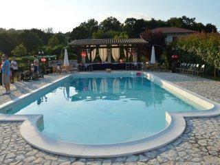 Villa con piscina per vacanze e cerimonie, Liberi