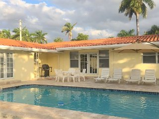 Charming Casa Divina 4/3.5 for 13 Guests Large Pool Close to Beach, Hollywood