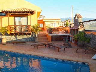 House - private pool, mountain view, Santa Cruz de Tenerife