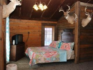Samson's Whitetail Mountain 3-Bedroom Cabin or Rooms