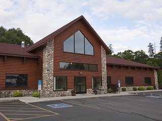 Breezy Point Resort - Fri, Sat, Sun check ins only!, Pequot Lakes