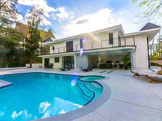 #114 Brand New Modern Luxury 6BR Pool/SPA & Views!, Los Ángeles