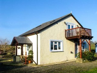 ARCHERS COTTAGE, detached barn conversion, woodburner, balcony, lawned garden, C