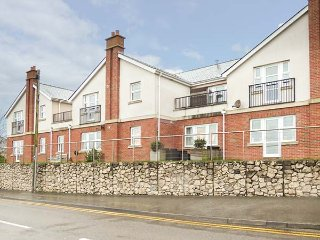 PENMON VIEW APARTMENT, all ground floor, sea views, short walk to beach, Benllec