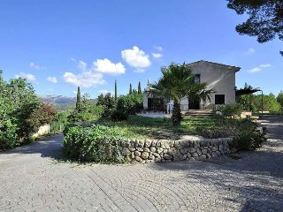 Cozy country house in Campanet for 10 people.