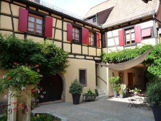 La Cour St Fulrad - Gîtes et B & B de charme, Saint-Hippolyte