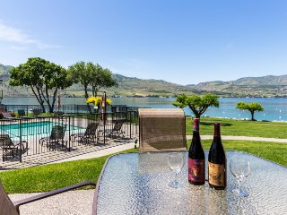 Lakefront condo w/ shared hot tub, pool, and other resort amenities