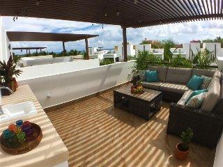 Luxury & Modern House Steps Away from Ocean