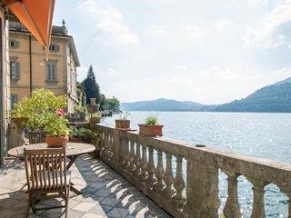 Apartment on Lake Como Shore
