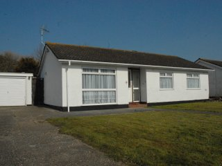 Luxury Detached Bungalow  private estate minutes walk from long sandy beach, Dymchurch