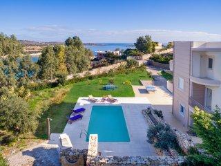 Loutraki Villas - Gaia Seafront Residence, Acrotiri
