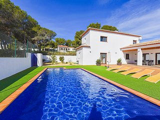 Villa Pinets - Modern villa, with private pool and BBQ., Benissa