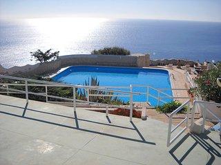 Trullo vista mare in residence con piscina