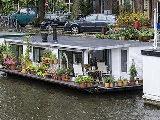Modern yet cosy houseboat