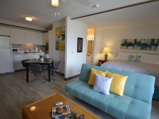 RK1309 King Bed, FREE Parking/WiFi, minutes to BEACH!