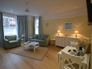The Blyth - stunning hotel style apartment in fantastic location, Southwold