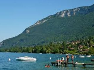2 Bedroom Beach Cabin Annecy Lake private garden