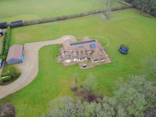 Stunning 5 bedroom property within 2 acres of land surrounded by countryside