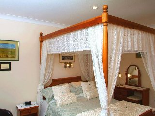 Ashcroft Farmhouse - Four Poster Double En-suite Room
