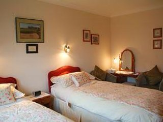 Ashcroft Farmhouse - Twin Room 2, Livingston