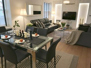LUXURY!! NEW! 2 BEDROOMS/3 BEDS /2BATH COVENT GARDEN 3 min subway, Trafalger Sq