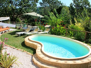 La Rupe del Falco: nature, swimming pool, relax, Monteciccardo