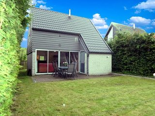 Sleeps 6. Cottage behind a traditional dyke and the sea Lauwersmeer