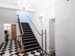 Ardconnel Court - Classic Apartment 2: Ground Floor Apartment with Balcony.