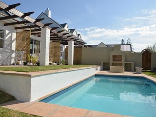 Room 3 selfcatering or B&B in lush garden with private patio and shared pool, Hermanus
