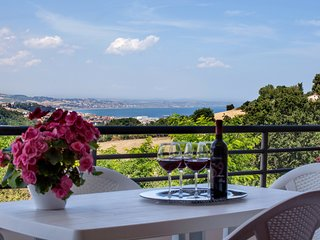 Modern and comfortable apartment - large panoramic terrace with sea view