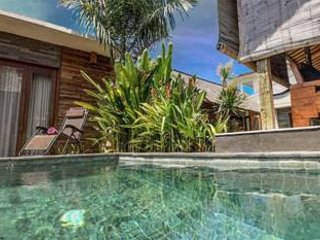 Tropical Indulgence Traditional Joglo, 2 minutes from beach,Experience True Bali