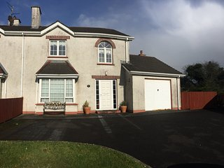 Superior Large Four Bedroom House with Garden, 28km to Ballyliffin GC Irish open