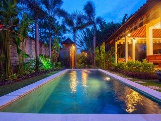 Wooden Villa Art of Bali Masters, just 100m to Seminyak Street, Double Six Beach