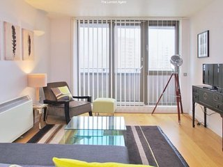 1 Bed Apartment with Amazing Views - Shadwell -  2 min from DLR and Overground
