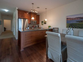Updated 1-BR+Den Condo-Canal & Lake Views from Top Floor at Barona Beach Resort, West Kelowna
