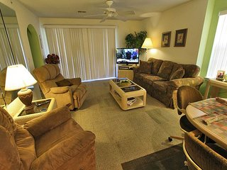 Holiday Hideaway- Lovely 2 Bedroom, 2 Bath Condo with cozy King Size Beds!