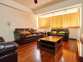 2 min to MRT, 4B2b Shopping/Restaurant District