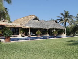 Ocean front Luxury Vacation Villa - Chef butler & housekeeping services included