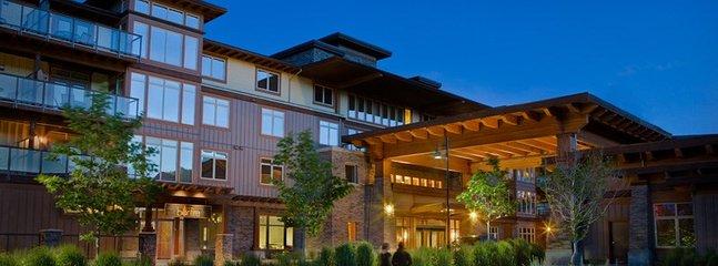 Willkommen bei The Cove Lakeside Resort - ein premier Waterfront Reiseziel im Okanagan Valley