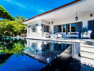 Stunning large detached villa with a pool in Estoril close to golf, beach...