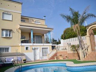 Acogedora Villa de 3 plantas para 23 personas, Alicante