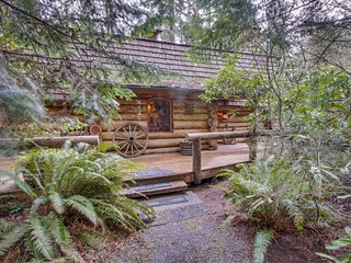 Rustic, lakefront log cabin with private hot tub & wood fireplace