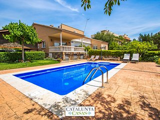 Idyllic villa in Castellarnau for 8-10 guests, a short drive/train ride from